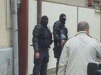 Mascaţi vs. militanţi anti-Nato. 10 germani, arestaţi. 3 străini, reţinuţi pe stradă (VIDEO)