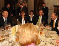 Faţă-n faţă. Putin şi Bush, invitaţi la un dineu organizat de Băsescu (GALERIE FOTO)