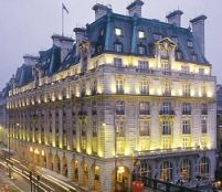 Un şomer britanic a vândut celebrul hotel Ritz