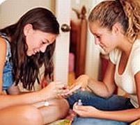 Una din trei fete din Marea Britanie se automutilează
