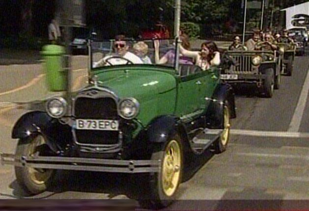 Paradă de automobile vechi, în Capitală (VIDEO)