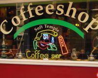 Tutunul, interzis în Olanda. Cafenelele nu mai pot vinde clienţilor decât ţigarete din canabis pur