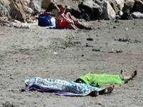 Indiferenţă în Italia: Turiştii fac plajă lângă cadavrele a două fetiţe de etnie rromă