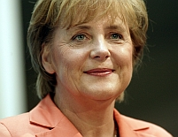 Angela Merkel: Decizia C.E. de a continua monitorizarea României este corectă