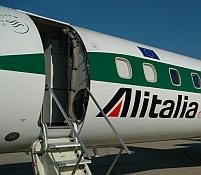 Alitalia a anulat 30 de zboruri, pe motiv că nu mai are bani pentru combustibil