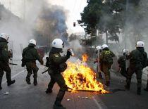 Zeci de magazine din orasele Greciei devastate de vandali