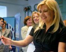 Elena Udrea face achiziţii publice de 700.000 de euro, în plină criză economică