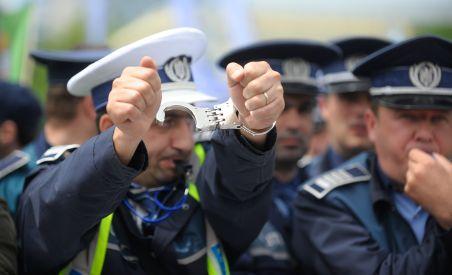 Poliţiştii l-au huiduit pe Băsescu, în faţa Palatului Cotroceni: Pe 7 octombrie, promit noi manifestaţii (VIDEO)