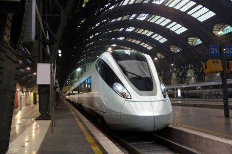 Chinezii vor scoate pe piaţă cel mai rapid tren din lume - 400 km/h (VIDEO)