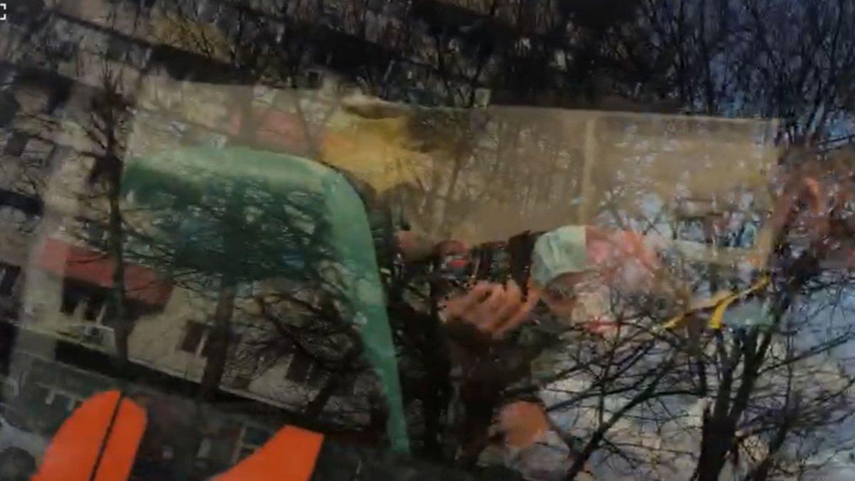 Primele imagini cu femeia care a atacat-o cu un bolovan, în direct, pe Mirela Vaida | VIDEO | Antena 3