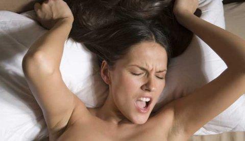 Studiu: Orgasmul feminin activează peste 80 de zone din creier. Este o simfonie cerebrală