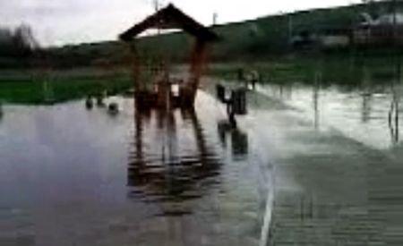 """""""Lucrări făcute în disperarea de a mai fura nişte bani"""". Cum arată un parc amenajat în zonă inundabilă"""