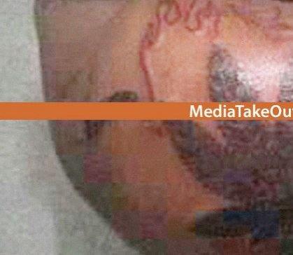Quando você vê toda a imagem, você percebe que é a tatuagem mais chocante que você viu na sua vida