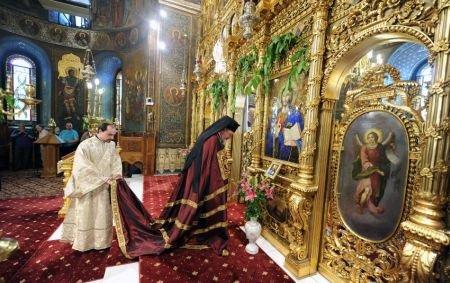 C�nd credin�a se m�soar� �n bani. Ce avere impresionant� are Biserica Ortodox� Rom�n�
