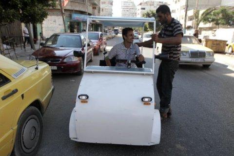 Un inventator palestinian a construit prima maşină electrică din Fâşia Gaza