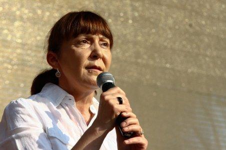 Circ în Parlamentul European. Preşedintele i-a tăiat microfonul Monicăi Macovei