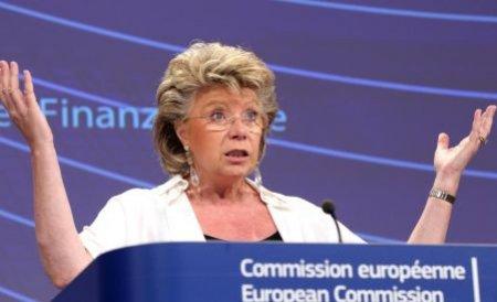 Critici pentru Reding: Aţi reuşit să impuneţi un preşedinte împotriva propriului popor!