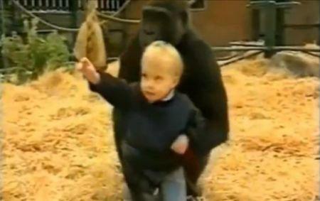 Mowgli al lumii moderne. Legătura înduioşătoare care arată că animalele sunt, de multe ori, mai loiale decât oamenii