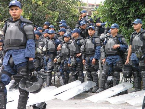 politistii-dintr-un-oras-mexican-si-au-dat-demisia-in-masa-185948.jpg