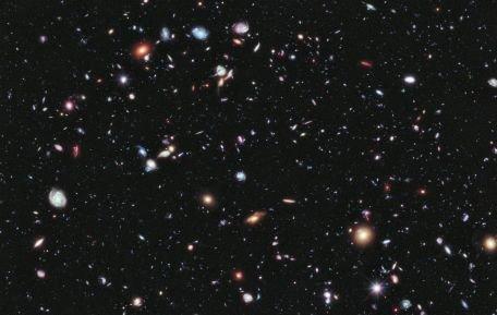 Teoriile lui Albert Einstein, sub semnul �ntreb?rii. Astronomii au descoperit cea mai mare structur? din Univers