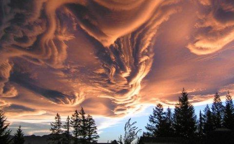 Imaginea uimitoare realizată în Noua Zeelandă. O pătură de nori ondulaţi a acoperit cerul