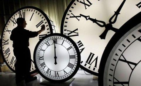 ORA DE VARĂ 2013. România dă ceasurile ÎNAINTE în noaptea de sâmbătă spre duminică