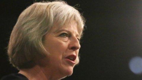 """""""O săptămână critică pentru Brexit"""". Theresa May ia în calcul demiterea sa din funcţie"""