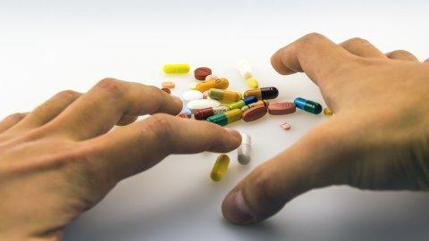 Substanțele care îți provoacădependență. Pe unele le consumi deja, fărăsăștii cât...