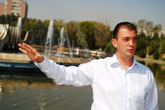 Primarul sectorului 6, Rareş Mănescu, vrea să taie arbori și arbuști de 4,3 miloane de euro