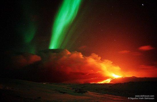 Imaginea care îţi va tăia respiraţia. Când cerul şi pământul se unesc în flăcări 525
