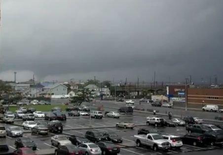 furtună puternică a lovit cartierul Queens, din New York. Zeci de ...