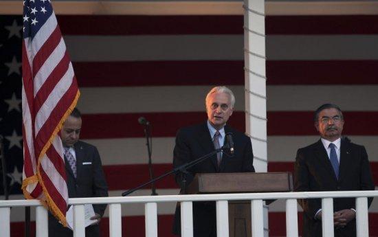 Tensiuni diplomatice: Discursul ambasadorului SUA în Turcia, SUPĂRĂTOR pentru oaspeţi. Oficialii au plecat de la recepţia de Ziua Americii 482