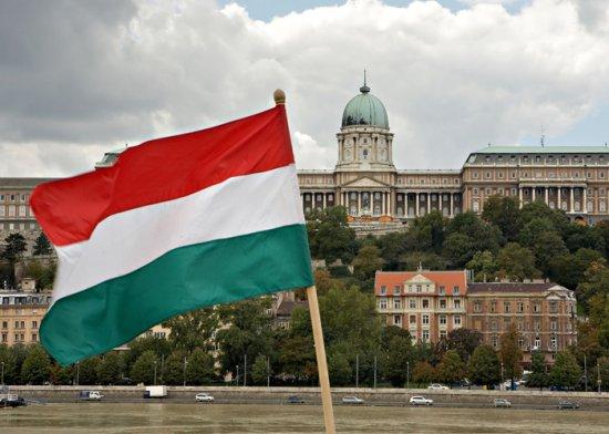 O ţară din apropierea României a INTERZIS steagul Ungariei 442
