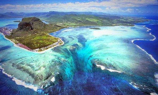 """Minunea descoperită în Oceanul Indian. """"Cascada SUBACVATICĂ"""", văzută cu ajutorul Google Maps 442"""