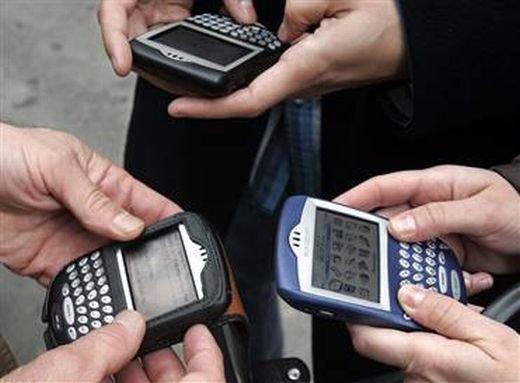 Cât vorbesc ROMÂNII la telefon şi cât trafic de internet consumă pe mobil 442