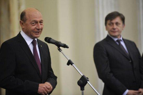 SONDAJ: Câţi români cred ca Antonescu va ieşi preşedinte, iar Băsescu va fi PREMIER 442