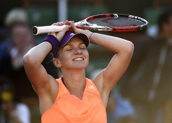 """""""Nu mai contează finala! Eşti cea mai mare zeiţă a tenisului în acest moment!"""". Sute de mesaje pe adresa de mail simona@antena3.ro 442"""