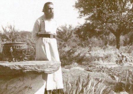 """Mii de credincioşi au înmărmurit când au aflat CUVINTELE părintelui Arsenie Boca. Ce se va întâmpla în viitorul apropiat cu ROMÂNIA: """"Va DISPĂREA"""" 442"""