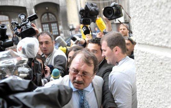 Mircea Băsescu a fost ARESTAT preventiv pentru 30 de zile. Apărătorul său a atacat decizia instanței 482