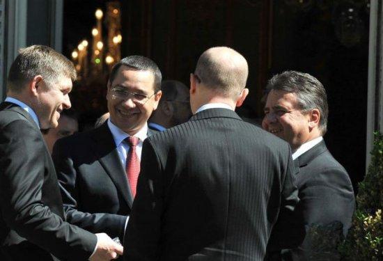 INTERVIU cu premierul Victor Ponta: România se alfă acum la masa negocierilor 416