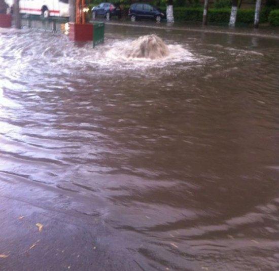 Strazile Din Inundaţii pe Străzile Din
