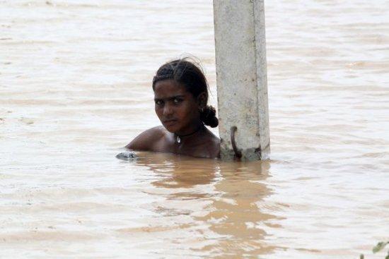 Bilanţul inundaţiilor din India şi Pakistan: Peste 400 de morţi şi 400.000 de oameni blocaţi de ape 418