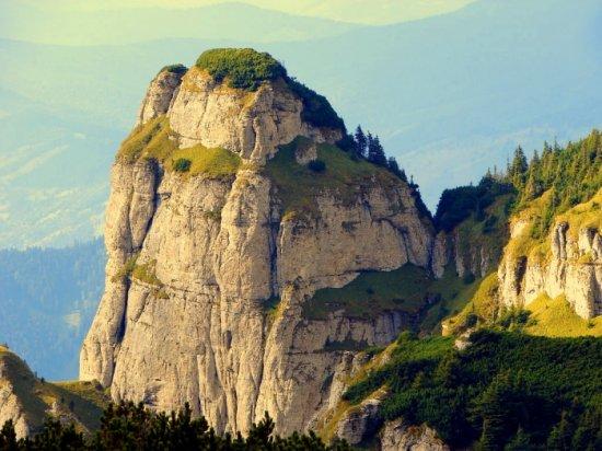 """Ce se întâmplă în FIECARE dimineaţă pe un munte din România. NIMENI n-a putut explica fenomenul: """"Este străbătut de cea mai puternică axă energetică a Pământului"""" 542"""