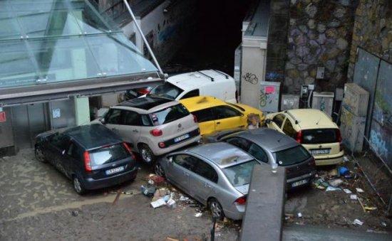 INUNDAŢII puternice în nordul Italiei. Situaţia din Genova este CRITICĂ (VIDEO) 479