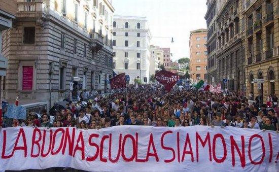 Studenţii italieni protestează în marile oraşe 479