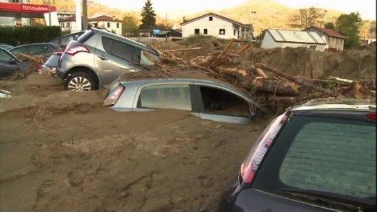 Pagube de sute de milioane de euro în Italia, în urma inundaţiilor. Cel puţin cinci oameni au murit luaţi de viitură 442