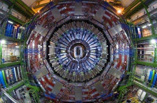 Cercetătorii de la CERN au descoperit două particule noi cu ajutorul acceleratorului LHC 407