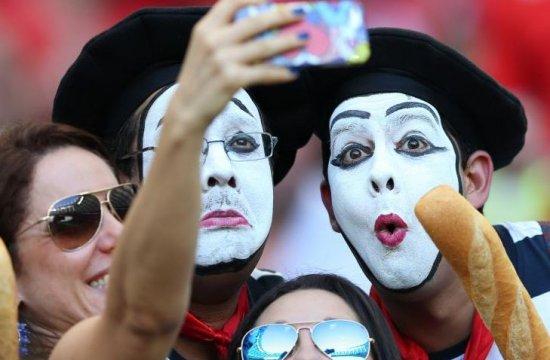 """Moda """"selfie"""" a dezvoltat o adevărată industrie 416"""