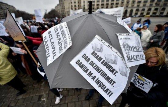 Piperea, la mitingul românilor cu credite în franci elveţieni: Băncile nu negociază individual cu clienţii, trebuie să formaţi grupuri mari 482