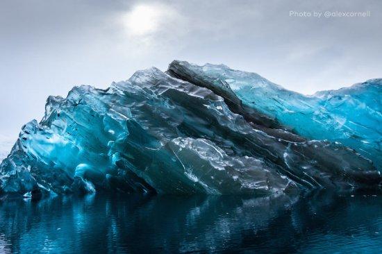 Imagini spectaculoase surprinse în Antarctica. Un gheţar s-a întors cu susul în jos. Ce se ascundea sub ape 442